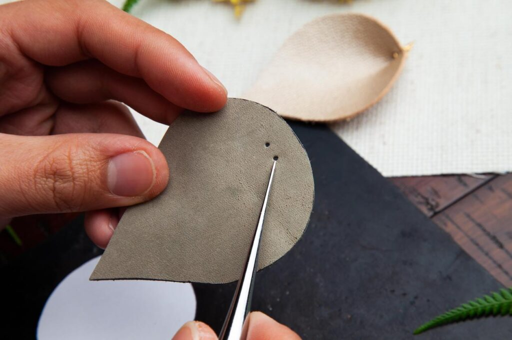 Leather Leaf Earrings Step 3B (wecompress.com)