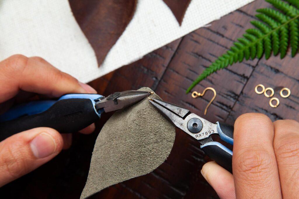Leather Leaf Earrings Step 5A