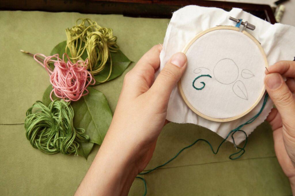 Rose Embroidered Bag Step 1