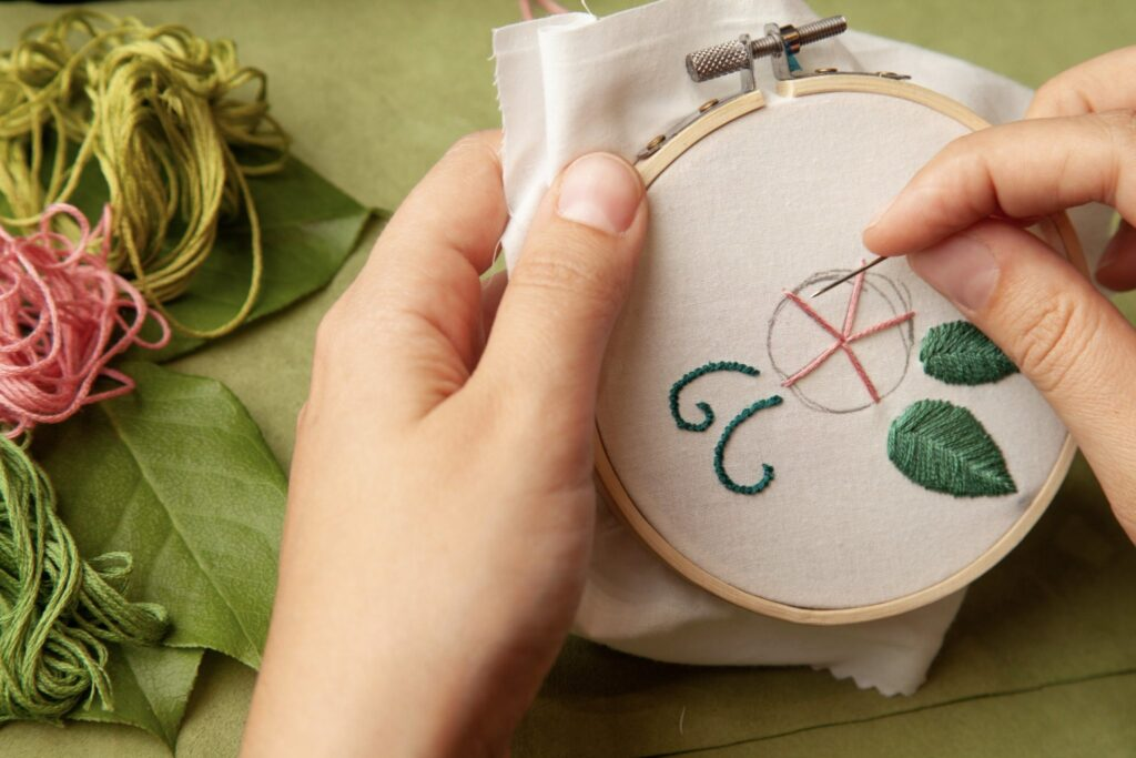 Rose Embroidered Bag Wheel Stitch Step 5
